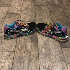 Bright multi-color Asics gel-noosa tri 8